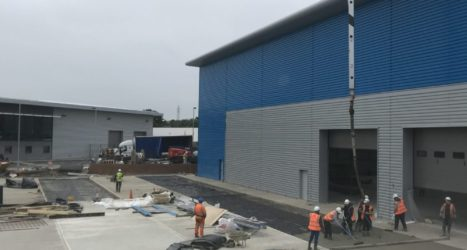 Industrial concrete flooring contractor laying 4,000m2 or external concrete paving in Berkshire