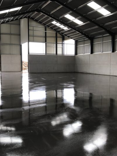 Jointless steel fibre reinforced concrete floor slab by industrial concrete flooring contractors.