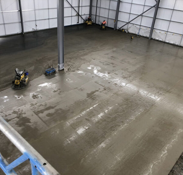 Warehouse-concrete-floor-slab-in-Reading-prior-to-powerfloating-the-dry-shake-sprinkle-topping-OG-768x576