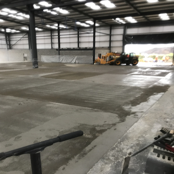 Steel-fibres-integrates-into-the-concrete-mixer-truck-2