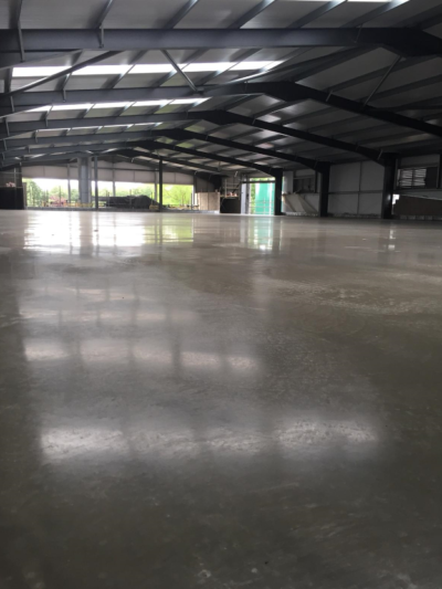 Design and build steel fibre reinforced jointless combi-slab with light grey dry-shake topping