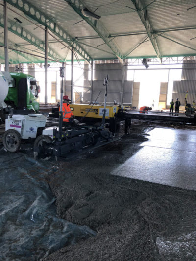 Somero and Ligchine laser screeds working in tandem on design and build steel fibre reinforced concrete floor slab